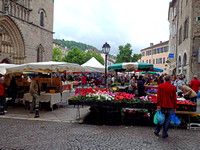 The very crowded open air Wednesday town market in front of Cahors' cathedral.