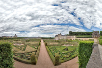 Panorama from west to east looking north across the gardens with the chateau on the right (east) and the Church of St. Stephen of Villandry on the left (west).