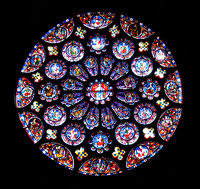 South transept rose window (created c.1225–30) is dedicated to Christ, who is shown in the central oculus, right hand raised in benediction, surrounded by adoring angels.