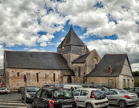 On the Rue de la Mairie in Villandry is the Romanesque  Église Saint-Étienne de Villandry (Church of St. Stephen of Villandry) which dates to the 11th and 12th centuries.